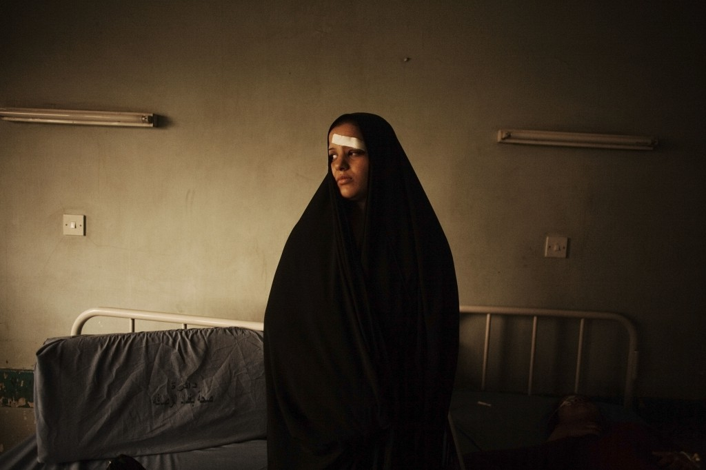 33 Young woman in  Iraq 012