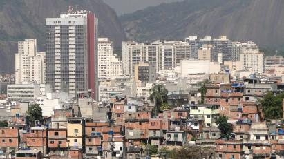 26 SDGs - office towers and favela - rio - credit Adam Jones