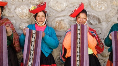 The LATA Foundation supports the social enterprise, 'Artisans for the organization Threads of Peru'.