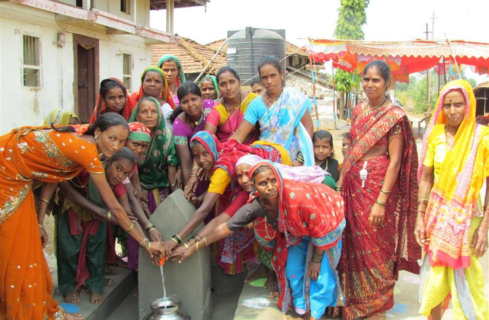 The Danish Grundfos Foundation, working with a solar‑power service provider, Sunlit Future, is providing the first 28 of 100 solar‑powered powered water pumps to villages in India.