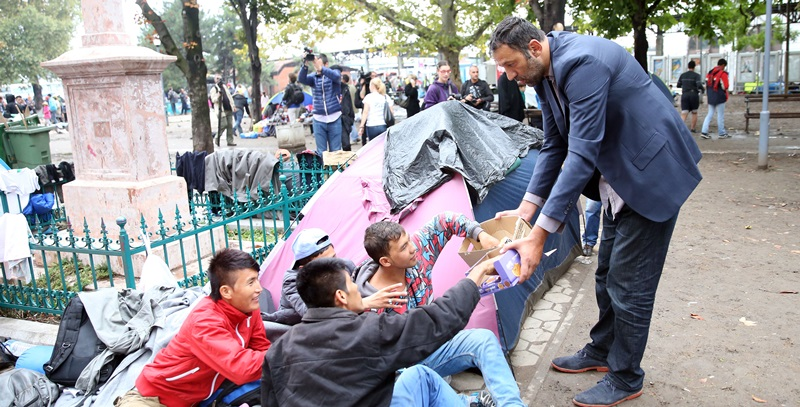 Vlade Divac in action for refugees passing from Serbia