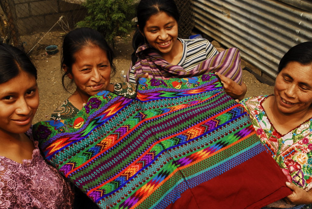 FEDES group of Guatemalan weavers. Pic credit: Marlon Garcia